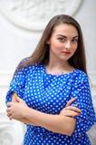 Biznesowej kobiety portret z krzyżować rękami w błękit sukni Zdjęcie Stock