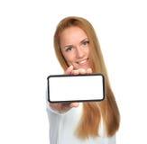 Biznesowej kobiety przedstawienia pusta karta lub wisząca ozdoba telefon komórkowy Fotografia Royalty Free