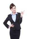 Biznesowej kobiety przedstawienie coś obrazy stock