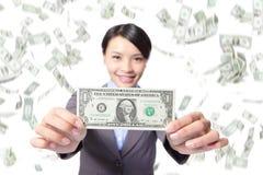 Biznesowej kobiety uśmiechu przedstawienia pieniądze Obraz Stock
