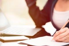 Biznesowej kobiety writing Fotografia Royalty Free