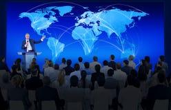 Biznesowej konferenci spotkania konwersatorium drużyny pojęcie Zdjęcia Royalty Free