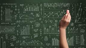 Biznesowej osoby rysunkowy dane na chalkboard Zdjęcia Royalty Free