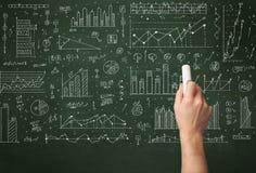 Biznesowej osoby rysunkowy dane na chalkboard Obrazy Stock