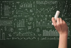 Biznesowej osoby rysunkowy dane na chalkboard Obraz Stock