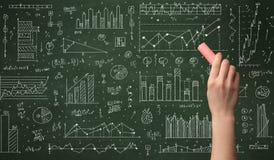 Biznesowej osoby rysunkowy dane na chalkboard Obrazy Royalty Free