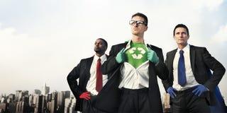 Biznesowi bohaterzy przy miasto linią horyzontu zdjęcia stock