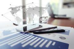 Biznesowi dokumenty na biuro stole z cyfrową pastylką zdjęcia stock