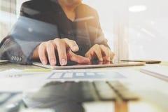Biznesowi dokumenty na biuro stole z cyfrowym pastylka komputerem Fotografia Royalty Free