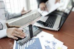 Biznesowi dokumenty na biuro stole z mądrze telefonem obrazy royalty free