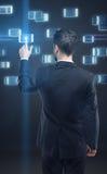 biznesowi guzika mężczyzna naciskowi ekran sensorowy potomstwa Zdjęcia Stock