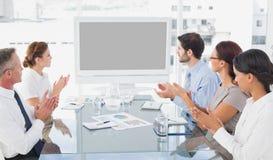 Biznesowi koledzy ogląda wideo prezentację Zdjęcia Stock