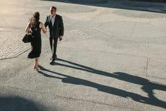 Biznesowi koledzy spotyka each inny na ulicie podczas gdy commuti Obraz Royalty Free
