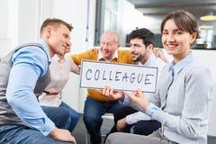 Biznesowi koledzy w drużynowego budynku warsztacie obrazy stock