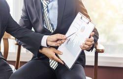 Biznesowi Korporacyjni ludzie Pracującego spotkania dyskutować situati Zdjęcie Royalty Free