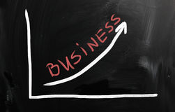 Biznesowi pomysły ręcznie pisany z bielem piszą kredą na blackboard Zdjęcie Stock