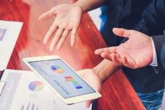 Biznesowi spotkania, dokumenty, sprzedaży analiza, analiza wynikają, obrazy royalty free