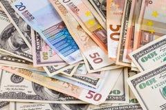 Biznesowy abstrakcjonistyczny tło - banknoty dolarów i euro zakończenie fotografia royalty free