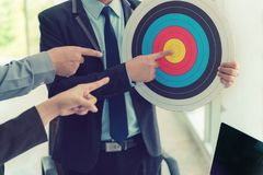 Biznesowy cel i kreatywnie pomysł praca zespołowa zdjęcia stock