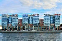 Biznesowy centre, aleja przy Aptekarskaya bulwarem rzeka Obraz Royalty Free