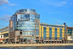 Biznesowy centre w Helsingfors i znak Rosinzhiniring dalej Fotografia Stock