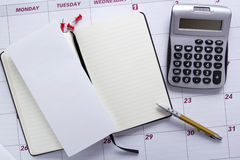 Biznesowy dziennik na biurowym kalendarzu Zdjęcia Royalty Free