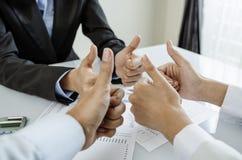 Biznesowy kciuk up fotografia stock