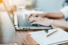 Biznesowy laptop i marketing fotografia royalty free