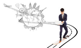 Biznesowy mężczyzna cieszy się wysokiego prędkości sieci bandwidth dla sieci na całym świecie Fotografia Stock