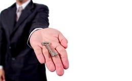 Biznesowy mężczyzna daje ci kluczom Zdjęcie Royalty Free