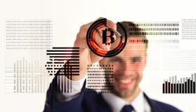 Biznesowy mężczyzna i bitcoin zdjęcia stock