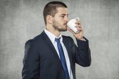 Biznesowy mężczyzna i jego kawa fotografia royalty free