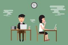 Biznesowy mężczyzna i kobieta pracuje na biurku w biurze Obrazy Stock