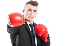 Biznesowy mężczyzna jest ubranym bokserskie rękawiczki uderza pięścią kamerę Fotografia Royalty Free