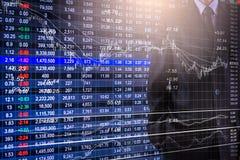 Biznesowy mężczyzna na rynku papierów wartościowych wskaźnika pieniężnym handlowym backgroun Zdjęcia Stock