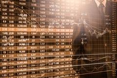 Biznesowy mężczyzna na rynku papierów wartościowych wskaźnika pieniężnym handlowym backgroun Fotografia Stock