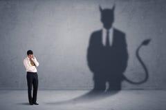 Biznesowy mężczyzna patrzeje jego swój czarciego demonu cienia pojęcie Zdjęcie Royalty Free