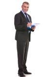 Biznesowy mężczyzna pisze na jego schowku Zdjęcie Stock