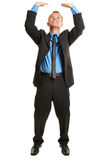 Biznesowy mężczyzna podnosi imaginacyjnego przedmiot fotografia royalty free