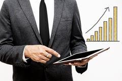 Biznesowy mężczyzna pokazuje rękę i palec z ręki writing biznesem Fotografia Stock