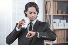 Biznesowy mężczyzna pracuje w biurowym akcydensowym pojęciu Zdjęcia Stock