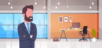 Biznesowy mężczyzna Przy miejsce pracy szefa Biurowym biurkiem Z Komputerowym biznesmena Workspace wnętrza pojęciem Obraz Stock