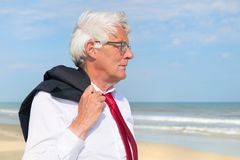 Biznesowy mężczyzna przy plażą Fotografia Royalty Free