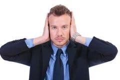 Biznesowy mężczyzna słucha żadny zło obrazy stock
