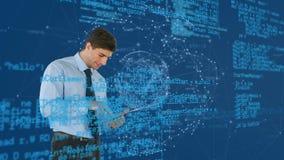 Biznesowy mężczyzna używa ekran sensorowy pastylkę i cyfrową sferę zbiory