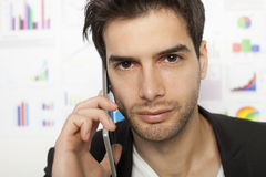 Biznesowy mężczyzna używa mądrze telefon Fotografia Stock