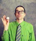 Biznesowy mężczyzna w zielonej koszula i krawacie z piłką golfową Zdjęcie Stock