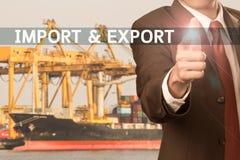 Biznesowy mężczyzna wskazuje palec formułować import & eksport obraz stock
