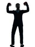 Biznesowy mężczyzna z bokserskich rękawiczek sylwetką Zdjęcia Stock