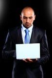 Biznesowy mężczyzna z laptopem obrazy royalty free